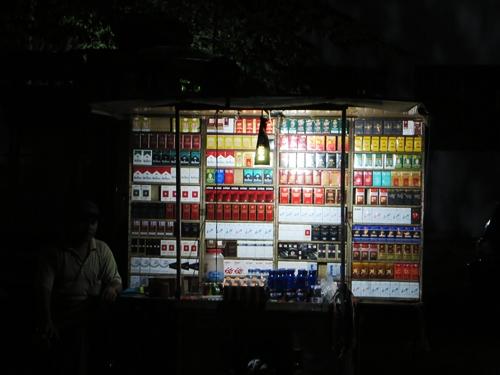 Pameran rokok di pasar malam